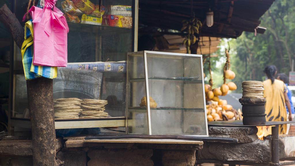 Top 10 Things to do in Sri Lanka: Rotis on the roadside
