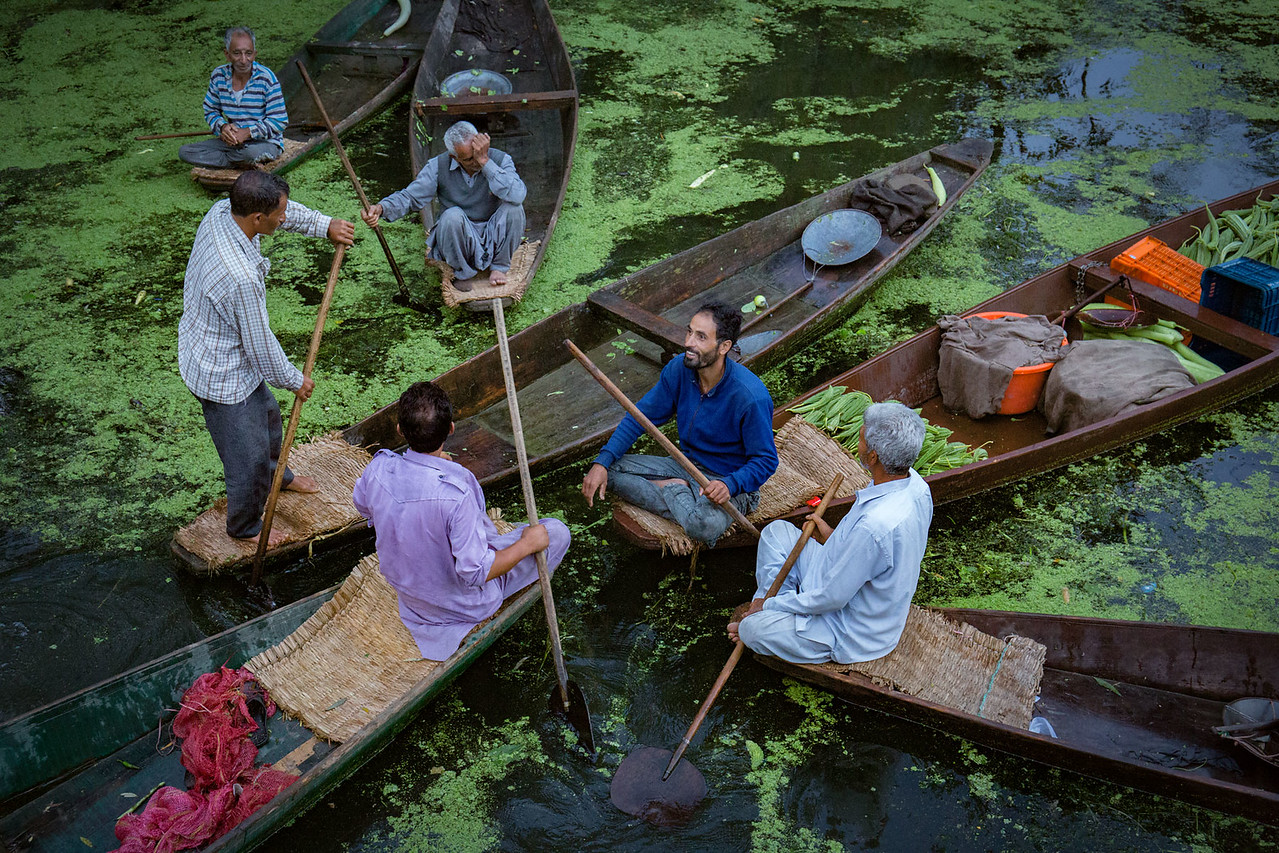 Floating vegetable market. Dal Lake.