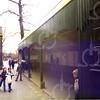 W023<br /> Enkele kinderen lopen al bij de veranda.