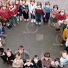 """W010<br /> De school telde toen 12 klassen. Precies genoeg om elke klas een letter te laten vormen van """"St.Annaschool"""". De foto's werden genomen vanuit het """"kaartenkamertje"""", achteraan de gang boven."""