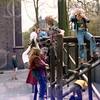 W024<br /> Geliefd speelobject: klimrek dat ooit gemaakt is door vaders en leerkrachten o.l.v. Paul Bunders.