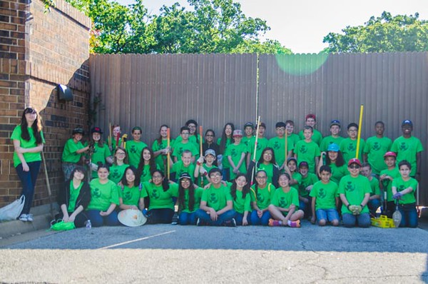 A group shot of the sixth graders of St. Joseph Catholic School before volunteering at one of the locations. (Photo by Adrean Indolos / NTC)