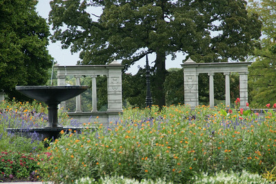 Colonial daughter's fountain, flower bed and Vandeventer gates