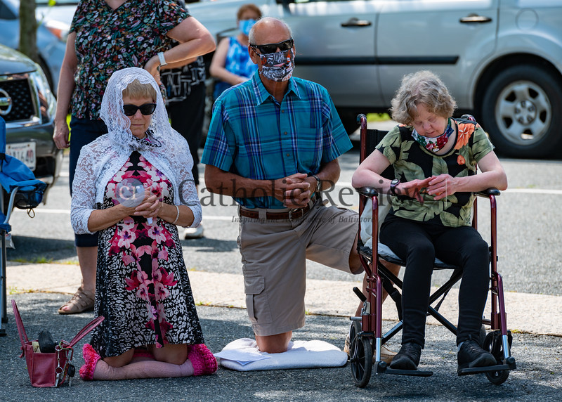 Josie Stec, from left, Tom Stec and Kathy Stec attend 11 am outdoor Mass June 28, 2020 at St. Mary Magdalen Mission in Bel Air. Parishes around the Archdiocese of Baltimore have hosted outdoor services in the wake of the COVID-19 pandemic. (Kevin J. Parks/CR Staff)