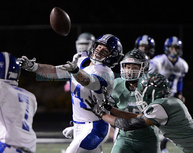Horsemen dominate Elks; Jocelyn Fernandez scores historic touchdown