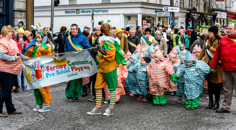 EEXXjob 17/03/2018  SOCIAL St. Patricks parade, Fermoy , County Cork.  Pictured at this years annual St. Patrick's day parade in Fermoy County Cork, The Fermoy Community Pre-School Group .  The little ones brave the elements during this years St. Patrick's Festival in Fermoy, County Cork.  Picture: Andy Jay