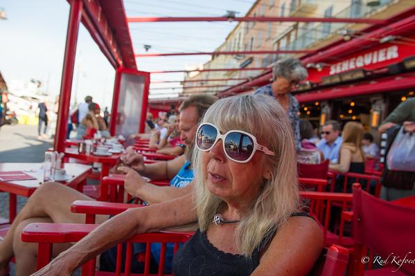 En hurtig gang morgenkaffe i Saint-Tropez kan nemt vare hele dagen