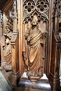 figures on the Victorian font
