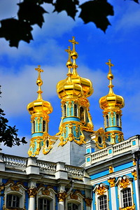 Catherine Palace gold domes  The Catherine Palace (Russian: Екатерининский дворец) was the Rococo summer residence of the Russian tsars, located in the town of Tsarskoye Selo (Pushkin), 25 km south-east of St. Petersburg, Russia.