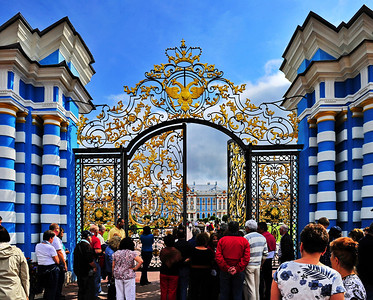 StPetersburg_Catherine_Palace_Front-gate_TRA5394