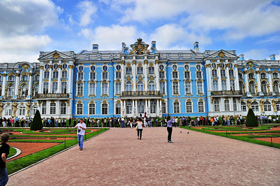 StPetersburg_Catherine_Palace_Front Crowds_TRA5569