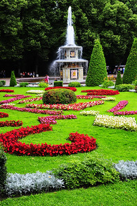 StPetersburg_Peterhof_Fountain_TRA5396