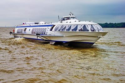 StPetersburg_Peterhof_Hydrafoil-Tour-boat_TRA5356
