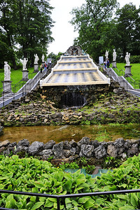 StPetersburg_Peterhof_Fountain_checkerboard_TRA5395