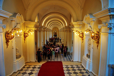 StPetersburg_Hermitage_entrance_hall_TRA5169