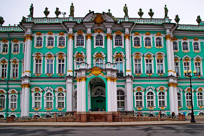 StPetersburg_Hermitage_Entrance-facade_TRA5254a