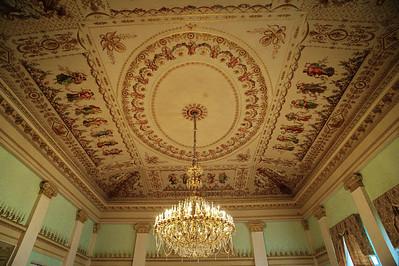 StPetersburg_Hermitage_Green-room_ceiling_TRA5300