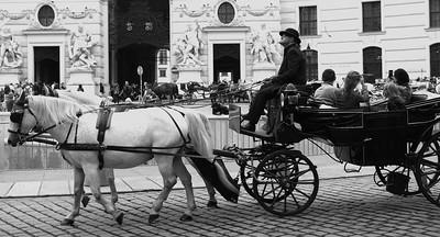 In Wien wurde 1693 die erste Lizenz für Lohnkutschenfahrer (Fiaker) erteilt.  Um 1700 gab es in Wien ungefähr 700 Fiaker. Um 1860 bis 1900, der stärksten Zeit, waren es über 1000.