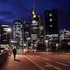Frankfurt zu Beginn einer Nacht