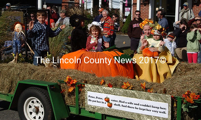 Nursery rhyme pumpkinfest parade float. (Paula Roberts photo)
