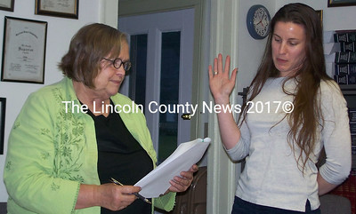 New Alna town clerk Amy Warner, right, takes oath as a notary public from First Selectman Billie Willard. (Greg Foster photo)