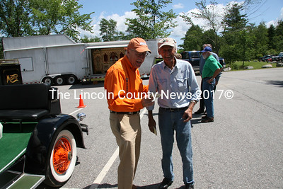 Entertainer Gary Crocker (left) exchanges gifts and a laugh with fellow Moxie fan from Pensilvania, Will Markey. (J Maguire photo)