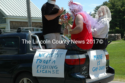 Is nothing sacred at the Round Pond parade? Guess not. (Joe Gelarden photo)