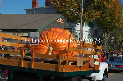 Edwin Pierpont's record-breaking pumpkin earned its own private transportation. (J.W. Oliver photo)