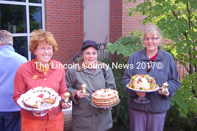 From left to right, Deb Arter, Mary Blenck and Astrid Taliento with their prize-winning desserts (J.W. Oliver photo)