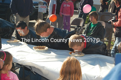 Contestants at the pumpkin pie eating contest. (J.W. Oliver photo)