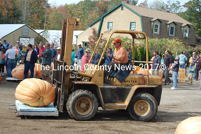 Buzz Pinkham of Pinkham's Plantation hauls one of many giant pumpkins to the scales. (J.W. Oliver photo)