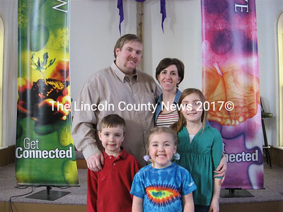 Pastor Les Dancer Jr. and wife Carrie, with their children (left to right) Logan, Ava, and Emma. (Lucy L. Martin photo)
