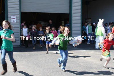 Kids running toward the lawn at the New Harbor Fire Station, hunting up Easter Eggs. (K. Lizotte photo)