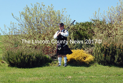 Ret. USAF Sgt. David Drever stands ready to play bagpipes just outside the crowd at the memorial ceremony in Jefferson on May 23. (Alex Toy photo)