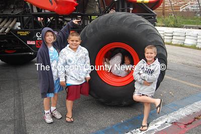Crushstation dwarfs fans Trey Liberty, Tyler Lane, Jade Muzima and Noah Lane. (J.W. Oliver photo)