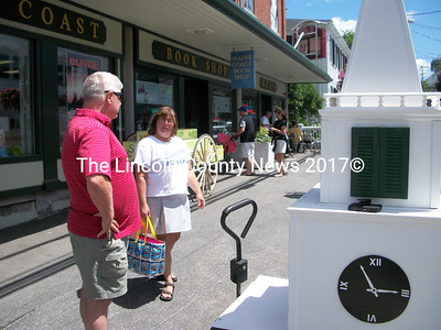 Steeple Fundraising Committee Chairman Walter Hilton talks to a donor outside the Maine Coast Book Shop July 26. (A.Brodsky photo)