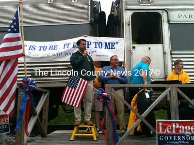 GOP Congressional candidate rallies supporters at a stop in Wiscasset on Saturday. (A. Brodsky photo)