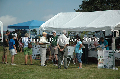 A few hundred residents turned out to enjoy sunny skies at Jefferson Community Day Aug. 20. (Samuel J. Baldwin photo)