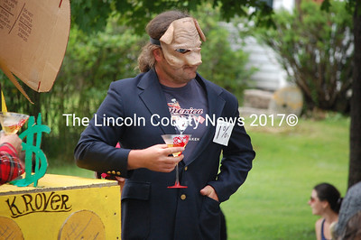"""A member of the """"1 percent"""" sips a martini on this Occupy-inspired float. (J.W. Oliver photo)"""