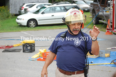Newcastle 2nd Assistant Chief Mike Santos narrates the Jaws of Life demonstration. (J.W. Oliver photo)