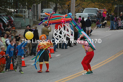 A couple of clowns play basketball with a boy in the crowd at the Giant Pumpkin Parade. (J.W. Oliver photo)