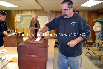 Edgecomb resident Dave Boucher casts his ballot at Edgecomb's special town meeting on Nov. 18. (Kathy Onorato photo)