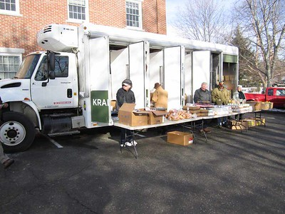 A recent mobile food bank visit to Ecumenical Food Pantry in Newcastle. (E. Busby photo)