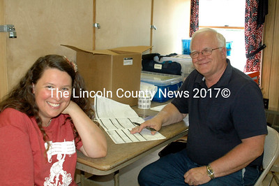 Cathy Jones signs up to be a bonemarrowdonor with Be The Match representative Paul Grenier. (E. Busby photo)