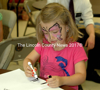 """Peyton Dyer, 5, writes a message for Noah """"to cheer him up."""" (E. Busby photo)"""