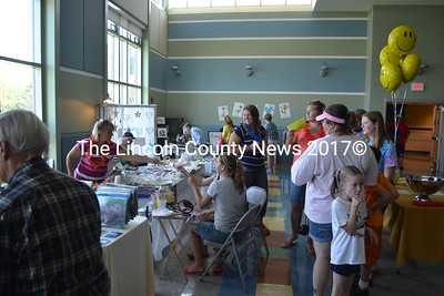 Visitors peruse food and craft tables in the cafeteria of Jefferson Village School as a part of Jefferson Community Day. (D. Lobkowicz photo)
