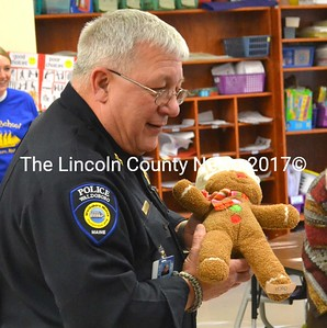 Waldoboro Police Chief Bill Labombarde brings Gingy the Gingerbread Man back to the kindergarteners of Miller School Dec. 13. (D. Lobkowicz photo)