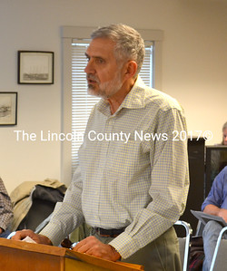 Lincoln County Planner Bob Faunce speaks to the Waldoboro Board of Selectmen April 8. (D. Lobkowicz photo)