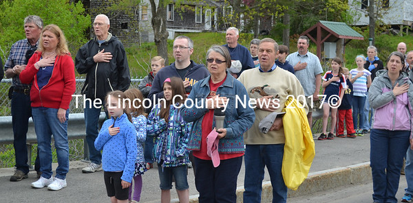Parade-goers cover their hearts as they recite the Pledge of Allegiance. (D. Lobkowicz photo)