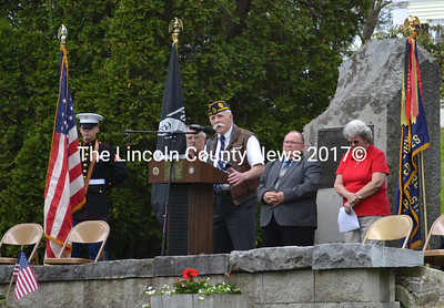 Pastor Wayne Woodman speaks at the Memorial Day ceremony in Waldoboro. (D. Lobkowicz photo)